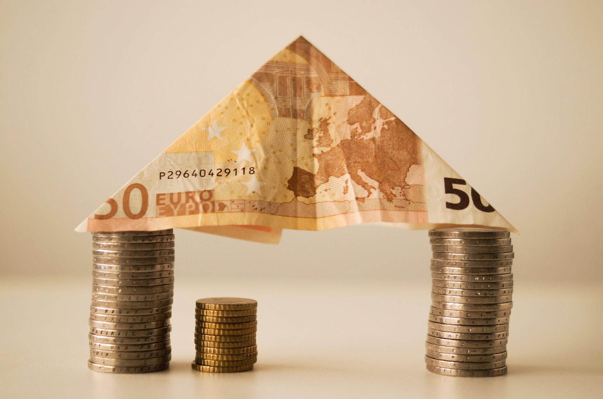 Huis van euro biljetten