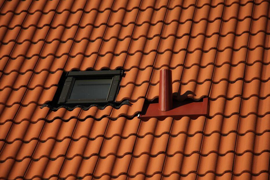 dak met rode pannen